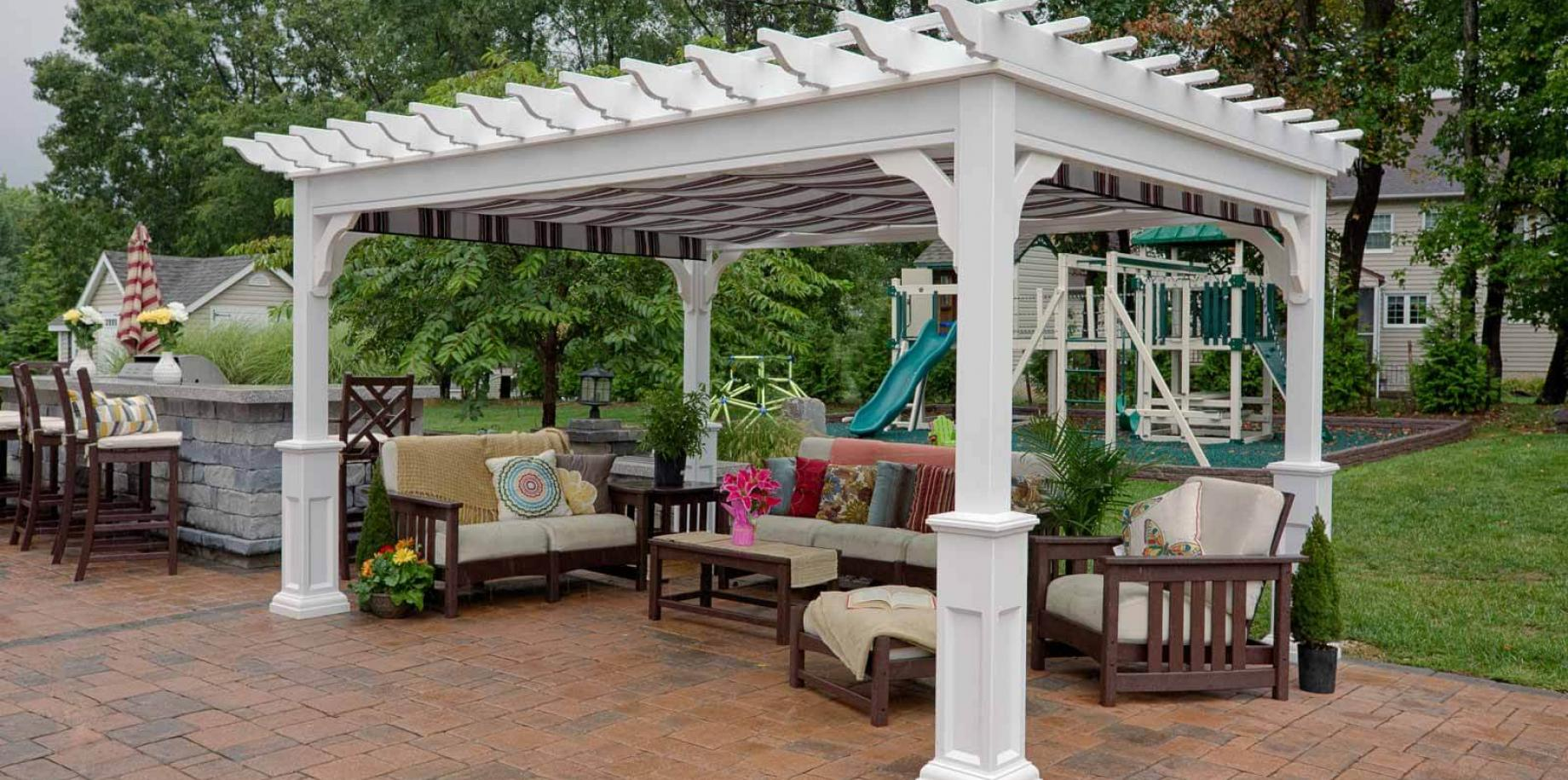 Difference between traditional and modern pergola designs