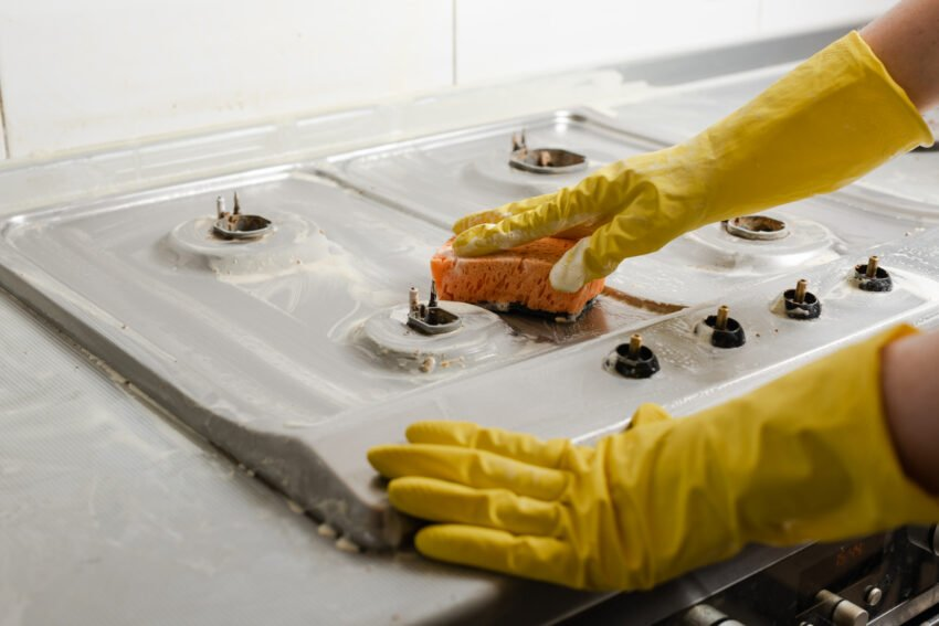 Wish to have shiny clean stoves, here is a proper way to do it with the help of stove cleaners.